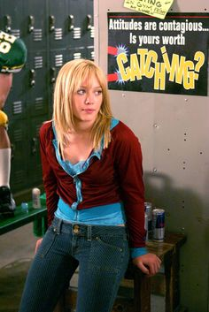 Cropped jackets were an early fashion staple. Hilary Duff Cinderella Story, A Cinderella Story, Ripped Bermuda Shorts, Gilmore Girls Netflix, Ultra Low Rise Jeans, Hilary Duff Style, Early 2000s Fashion, Chad Michael Murray, Fashion Model Poses