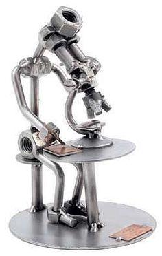 """Schraubenmännchen Laborant mit Mikroskop . Metallfiguren Berufe - Schraubenmännchen mit Mikroskop Der Metallmann """"Laborant"""" ist circa 18 cm hoch und ein"""