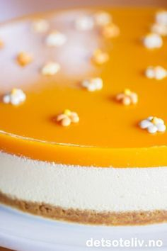 Ostekake med mango pulp, av Det søte liv (in Norwegian) Norwegian Cuisine, Norwegian Food, Mango Pulp, Pastry Cake, Cake Toppings, Yummy Cakes, Afternoon Tea, Food Inspiration, Food And Drink