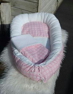 Wit/roze babynestje