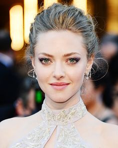 Amanda Seyfried's beautiful updo and make-up at the #Oscars