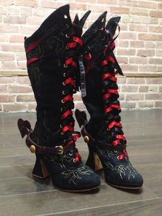 The Red Queen Boots from Alice Through the Looking Glass. Cosplay Costume, Boot Covers DIY, Boot Covers Tutorial, Alice in Wonderland, Red Queen Cosplay, Iracebeth Cosplay, Red Queen Armour, Red Queen Armor, Helena Bonham Carter, Disney, tim burton