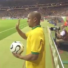 That assist was so beautiful Funny Soccer Videos, Soccer Gifs, Soccer Memes, Soccer Quotes, Football Quotes, Football Tricks, Goals Football, Football Workouts, Neymar Football