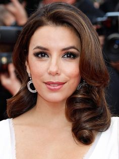 Eva Longoria channels Old Hollywood glamour with structured waves balanced with neutral makeup.