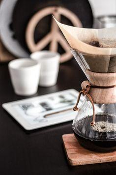 Tenha um abençoado dia! Que a felicidade permaneça com você em todos os minutos desse dia.     Coffee