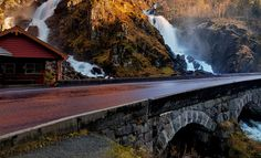 The Lotevatnet river splits into two to form the Latefoss waterfall in the Odda district of Norway. Is a waterfall located in the municipality of Odda in western Norway. The total height is 165 meters. Photo: John & Tina Reid