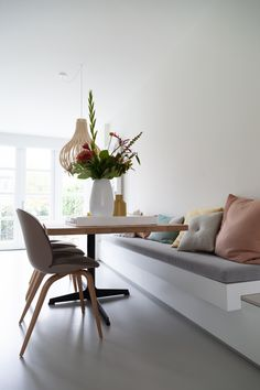 Jahre Haus Hillegersberg – Jaimy Interior & Design Source by stijlvolstyling . Furniture, Dining Nook, Room, Interior, Living Room Decor, Home Decor, House Interior, Dining Room Corner, Home And Living