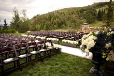 It doesn't take much for a wedding to be pretty when it takes place against Utah's naturally beautiful backdrop at St Regis Deer Valley.