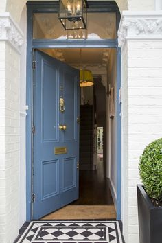 Quintessential English Interior Design by Sarah Vanrenen. Front Door Paint Colors, Painted Front Doors, Front Door Design, Victorian Front Doors, Victorian Tiles, Victorian Interior Doors, Traditional Front Doors, Victorian Townhouse, Door Design Interior