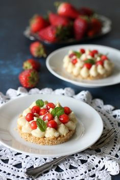 STRAWBERRIES & ANANAS DESSERT ready in less than 15 minutes, fresh light and super tasty! #healthydessert #strawberries #ananas #dessert Italian Cake, Italy Food, Tasty, Yummy Food, Cooking Recipes, Healthy Recipes, Sweet And Salty, Something Sweet, Light Recipes