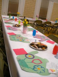 have students host a Tea Party for Mother's Day with homemade decorations, cookies, tea, and coffee. This post includes ALL you need to know to host a tea party with your own students OR have the little girls draw on their own placemats! Diy Mother's Day Crafts, Mother's Day Diy, Spring Crafts, Holiday Crafts, Mother's Day Activities, Holiday Activities, Mother And Father, Mother Day Gifts, Muffins For Mom
