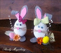 Skarby Magielnicy : Wielkanocne inspiracje - kolorowe zające Easter Bunny, Easter Eggs, Spring Door Wreaths, Dollar Tree Crafts, Diy Flowers, Decoupage, Diy And Crafts, Projects To Try, Holiday