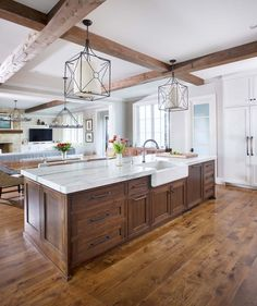 Kitchen renovation - 54 Cute Kitchen Cabinets Ideas That You Never Seen Before – Kitchen renovation Cute Kitchen, Kitchen Redo, Home Decor Kitchen, Kitchen Dining, Awesome Kitchen, Kitchen With Big Island, Wood Floor Kitchen, Kitchen Tables, Glass Kitchen