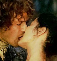 Always in my Heart — Jamie & Claire - Outlander Outlander Season 2, Outlander 3, Outlander Casting, Sam Heughan Outlander, Outlander Series, Outlander Quotes, Claire Fraser, Jamie And Claire, Jamie Fraser