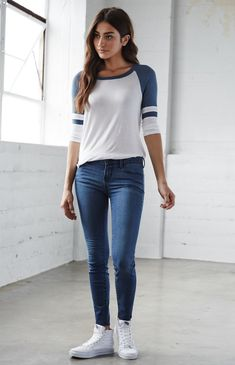 Casual outfit for girls jeans Casual Outfits For Girls, Summer School Outfits, Trendy Summer Outfits, Jean Outfits, Fashion Outfits, Casual Summer, Outfit Summer, Fashion Ideas, Casual Outfits
