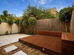 Small corner deck with built in bench seating. This is the idea that I want for the corner of my garden, stepping down to the spa