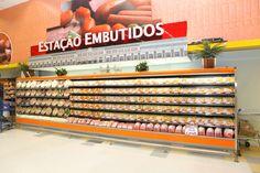 Design e Projeto de loja | Comunicação Visual |  Bandô Embutidos | Detalhe: estação de trem Savegnago - São Carlos-SP