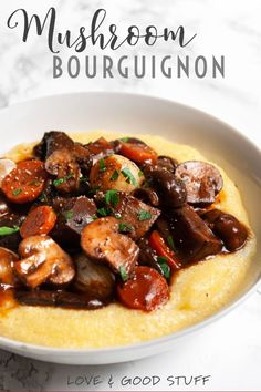Mushroom Bourguignon (Mushrooms Burgundy) This vegetarian adaptation of beef Bourguignon is the ultimate meatless comfort food! Portobello and cremini mushrooms are pan seared (for maximum) flavour before simmering in a rich red wine gravy. Beef Bourguignon, Mushroom Bourguignon, Mushroom Stew, Vegetarian Comfort Food, Vegetarian Dinners, Vegetarian Recipes, Healthy Recipes, Vegetarian Grilling, Healthy Grilling