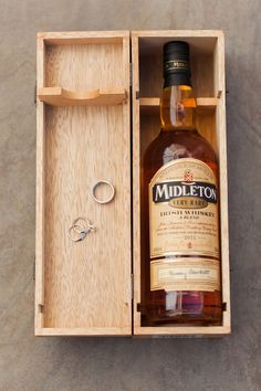 Engagement and wedding rings in wooden whiskey box with bottle of whiskey. Whiskey Gifts, Wine Gifts, Wooden Keepsake Box, Bottle Box, Woodworking Box, Wooden Rings, Wood Boxes, Box Design, Wine Rack