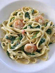 Tagliatelle scampi met spinazie | Mooie recepten Diner Recipes, Pesto Pasta, Fabulous Foods, Fish And Seafood, Food Inspiration, Pasta Recipes, Love Food, Easy Meals, Food And Drink