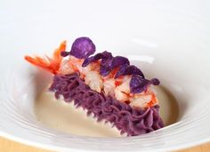 La patata viola, il gambero rosso e il franciacorta Seafood Recipes, Gourmet Recipes, Tasty, Yummy Food, Yummy Lunch, Weird Food, Chefs, Molecular Gastronomy, Aesthetic Food
