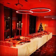 Es weihnachtet sehr in unserer 11.Etage! ☺️ 🎄  #weihnachten #weihnachtlich #weihnachtsstimmung #weihnachtsdeko #weihnachtsfeier #weihnachtsbaum #xmastree #xmasparty #xmas #firmenweihnachtsfeier #veranstaltung #convention #conventionplace #veranstaltungsplanung #conventioncenter #lampe #lampen #hotel #hotelberlin #berlin #citywest