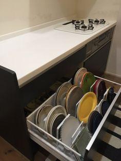 ひなたぼっこ - 【WEB内覧会】大好きな食器の収納方法☆コストコのふわふわ滑り止めマットに守られているお話。