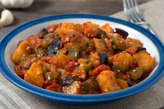 Sautéed Eggplant, Potatoes and Peppers Recipe Scalloped Potatoes Easy, Scalloped Potato Recipes, Spicy Dishes, What To Cook, Kung Pao Chicken, Stuffed Peppers, Vegetables, Ethnic Recipes, Kitchens