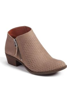 Simple but adorable ankle boots !