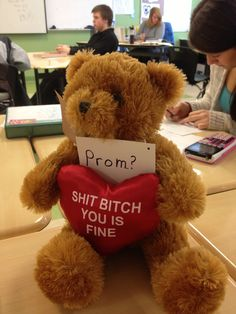 These completely horrible Promposal fails prove that nothing should be committed to photographic evidence until you turn eighteen. Dance Proposal, Homecoming Proposal, High School Dance, School Dances, Funny Promposals, Hoco Proposals, Formal Proposals, Asking To Prom, Prom Goals
