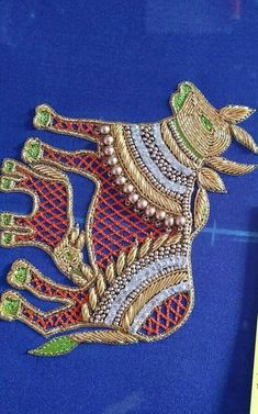 cover Embroidery Neck Designs, Aari Embroidery, Embroidery Works, Simple Embroidery, Indian Embroidery, Machine Embroidery, Embroidery Stitches, Best Blouse Designs, Bridal Blouse Designs