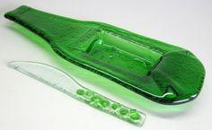 Petisqueira / porta patês / frios/ molhos/ sushi / velas / flores / aromas 1 petisqueira garrafa verde   1 faquinha de vidro     PRODUTO RECICLADO -   ARTIGO SUSTENTÁVEL   R$35,00