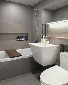 "Instagram의 윤현상재님: ""역시 그레이 타일엔 ... 우드가 들어가 준다면 금상첨화... 제 눈엔 욕조 위 우드 선반이 최고로 맘에 드네요. 👍 오늘 토요일 아닙니다. 헷갈리시는 분 많으시죠? #저만그런가요🙀 _ designed by @graydot_ _ 타일명 :…"" Bathroom Toilets, Washroom, Bathroom Inspiration, Interior Inspiration, Bathroom Interior, Living Spaces, Sink, Kitchen Cabinets, Bathtub"