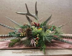 Trendy farmhouse table centerpiece with antlers Ideas Funeral Floral Arrangements, Candle Arrangements, Christmas Arrangements, Flower Arrangements, Christmas Tablescapes, Christmas Candle, Christmas Centerpieces, Christmas Decorations, Holiday Decor