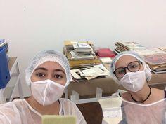 """A equipe do Instituto De Arte Contemporânea está participando da campanha Museum Selfie Day com a foto da higienização do novo acervo de Hermelindo Fiaminghi. """"Iniciada em 2014, a ideia é tanto aumentar o fluxo de visitas aos museus na data e divulgá-los nas redes sociais, por meio da hashtag #museumselfie, aumentando o engajamento do público e demonstrando ainda que os museus são espaços conectados com o presente."""" (Instituto Brasileiro de Museus - Ibram)  #iac #institutodeartecontemporânea…"""