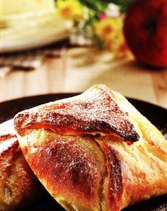 """Moldavian Cheese Pie or """"Poale-n brau"""""""