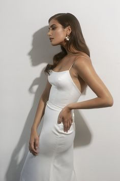 Sarah Seven Line — Sarah Seven Simple Classy Wedding Dress, Minimal Wedding Dress, Elegant Dresses Classy, Classy Dress, Fitted Wedding Gown, Designer Wedding Gowns, Sexy Wedding Dresses, Bridal Dresses, Bridesmaid Dresses