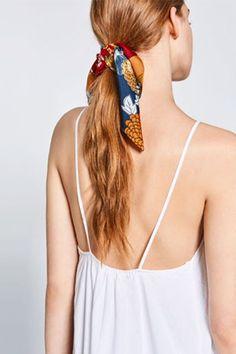 7 fresh ways to wear a scarf this summer, courtesy of Zara. Square Scarf How To Wear A, Ways To Wear A Scarf, How To Wear Scarves, Bandana Styles, Scarf Styles, Hair Styles, Small Scarf, Zara, Monochrome Fashion