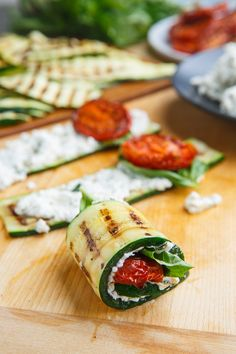 Grilled Zucchini Rollups Stuffed with Lemon-Basil Ricotta and Slow Roasted Tomatoes Light and tasty grilled zucchini rollups stuffed with lemon-basil ricotta and slow roasted tomatoes that just scream summer! Mini Appetizers, Healthy Appetizers, Appetizer Recipes, Snack Recipes, Healthy Grilling Recipes, Vegetarian Recipes, Slow Roasted Tomatoes, Gula, Grilled Zucchini