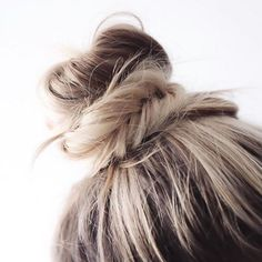 This morning I wanted to share some Spring hair inspiration. The beginning of every season is always a good time to refresh your hairstyle. Ombré Hair, Bad Hair, Hair Dos, Curly Hair, Spring Hairstyles, Messy Hairstyles, Pretty Hairstyles, Night Hairstyles, Medium Hairstyles