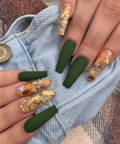 Leafy & foil Fall nails 2019 idea for inspiration! Halloween Acrylic Nails, Fall Acrylic Nails, Halloween Nail Designs, Fall Nails, Cute Halloween Nails, Fall Manicure, Halloween 2020, Fall Nail Art, Scary Halloween