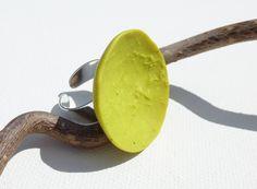 Bague coupelle vert anis jaune : Bague par lolitoi-fimo