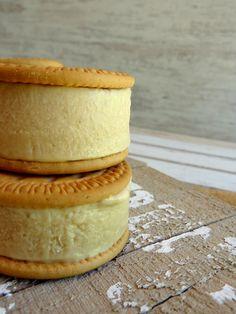 En este post te voy a enseñar a elaborar helado de galleta María casero con todo el delicioso sabor de estas míticas galletas presentes en todos los hogares