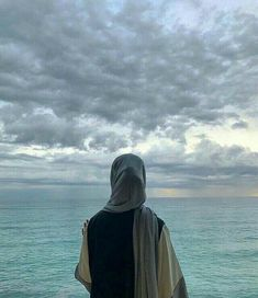 May Allah gives hidayat to all Muslim women's to wear hijab.In Sha Allah. Stylish Hijab, Hijab Chic, Beautiful Hijab Girl, Muslim Images, Hijab Dpz, Profile Pictures Instagram, Instagram Pose, Hijab Cartoon, Profile Picture For Girls