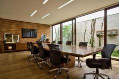 Decoração de: Espaço comercial; sala de reunião; Casa de Valentina