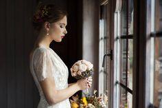 Gentle autumn-colours wedding bouquet created by www.projektkwiaty.pl Photos made by www.subobiektywna and www.wedding-movies.pl  #carlabyyolancris #yolancris #weddingbouquet #autumnweddinginspirations #autumnintuscany #bemyvalentinepl #weddingalchemybyvalentina