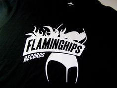 Flaminghips Records, sello para The Pretty Shirts.  Camiseta Negra.