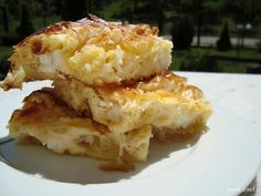 gr 2014 10 pepeki-i-hpeirotiki-pita-me-ta-liga-ylika. Pastry Recipes, Dessert Recipes, Cooking Recipes, Diet Recipes, Greek Pastries, Cheese Pies, Greek Dishes, Happy Foods, No Bake Treats
