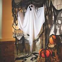 A chilling, gauze-draped Halloween prop, this malevolent mummy Halloween decoration can be hung in a haunted house corner, from the ceiling or from a tree . Halloween Garage, Halloween Photos, Outdoor Halloween, Halloween House, Halloween Prop, Halloween Nails, Outside Halloween Decorations, Diy Halloween Decorations, Haunted House Decorations