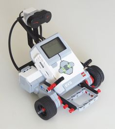 Step-by-step building instructions for a simple and sturdy LEGO MINDSTORMS EV3 vehicle robot that you can build and extend for your own projects.